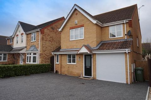 4 bedroom detached house for sale - Robertson Drive, Wickford