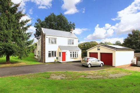 3 bedroom detached house to rent - PENN COMMON, Penncroft Lane