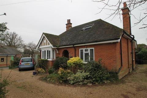 2 bedroom bungalow for sale - The Bungalows, Church Street, Teston, Maidstone