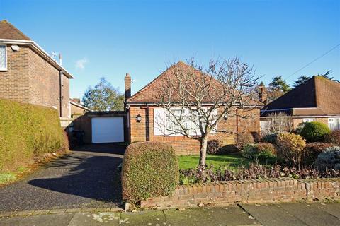 2 bedroom detached bungalow for sale - Green Ridge, Westdene, Brighton