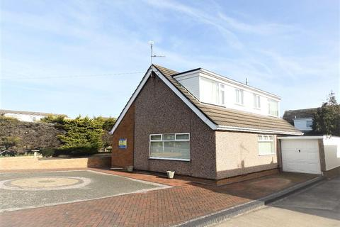4 bedroom detached bungalow for sale - Bryn Cwnin Road, Rhyl