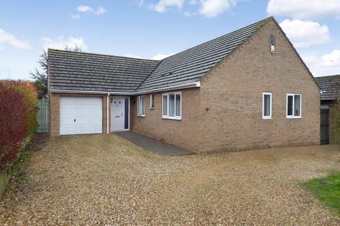 3 bedroom bungalow for sale - Lyveden Road, Brigstock, Kettering