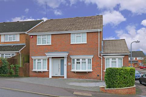 4 bedroom house for sale - Wentworth Avenue, Elstree, Borehamwood