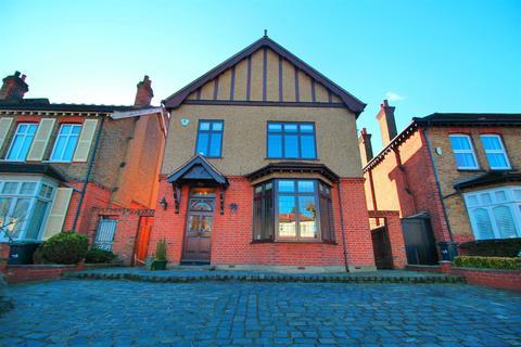 4 bedroom detached house for sale - Park Avenue, Enfield