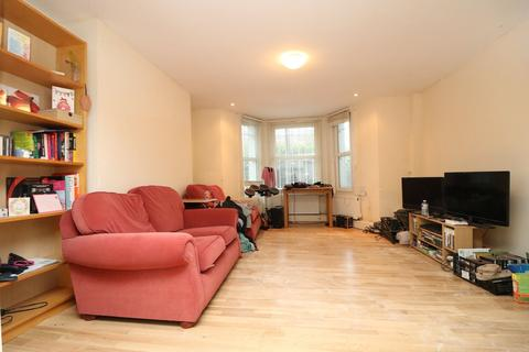 2 bedroom apartment to rent - Mayes Road, N8