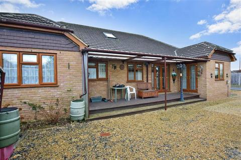 3 bedroom bungalow for sale - Johns Road, Meopham, Kent
