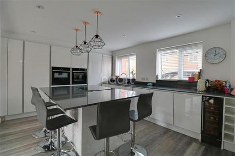 4 bedroom semi-detached house to rent - Becket Grove, Wilford, NG11