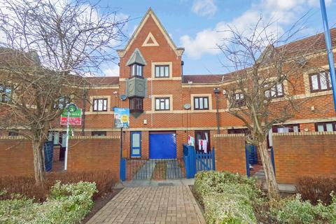 4 bedroom townhouse to rent - Trinity Mews, Thornaby, Stockton-on-Tees, Cleveland, TS17 6BQ