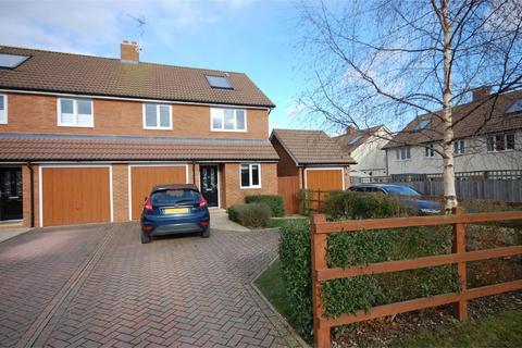 4 bedroom semi-detached house for sale - Queens Mead, Aylesbury, Buckinghamshire