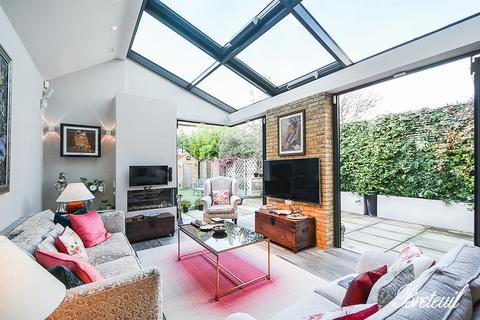 4 bedroom detached house to rent - Vine Road, London, SW13