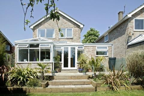 4 bedroom detached house to rent - Lindford Drive, Eaton