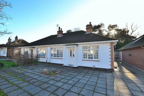 2 bedroom semi-detached bungalow for sale - Springfield Gardens, Bromley