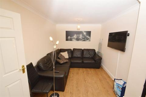 7 bedroom house to rent - Denison Road