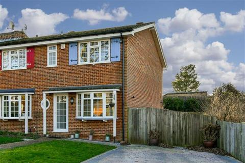 3 bedroom end of terrace house for sale - Beacon Close, Banstead, Surrey