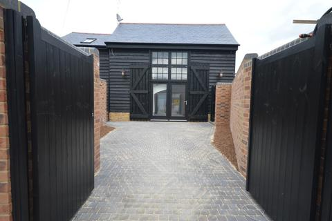 2 bedroom barn conversion for sale - Grove Road, Old Moulsham, Chelmsford, CM2