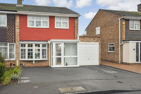 4 bedroom semi-detached house for sale - Linnet Drive, Chelmsford, CM2