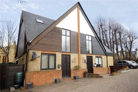 3 bedroom semi-detached house to rent - Rush Common Mews, London, SW2