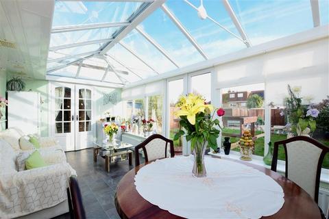 2 bedroom semi-detached bungalow for sale - White Horses Way, Littlehampton, West Sussex