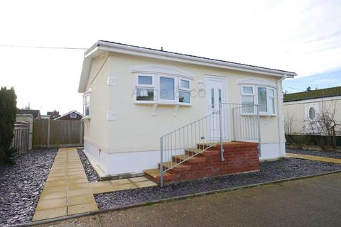 1 bedroom mobile home for sale - Victoria Road, Lowestoft