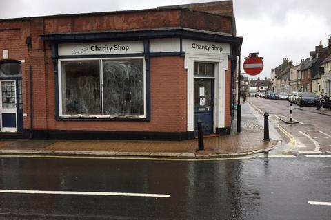 Retail property (high street) to rent - St James Street, Newport