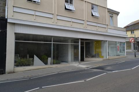 Retail property (high street) to rent - High Street, Shanklin