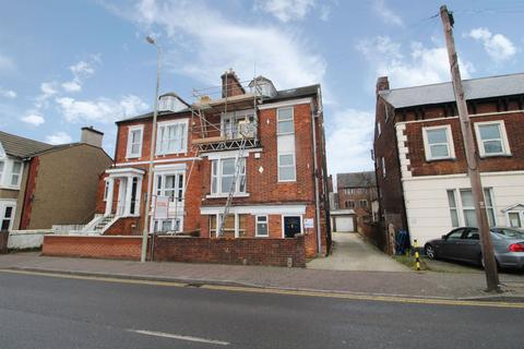 Studio to rent - Ashburnham Road, Bedford, MK40