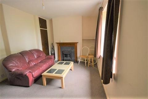 3 bedroom flat to rent - West Pilton Gardens, Edinburgh EH4