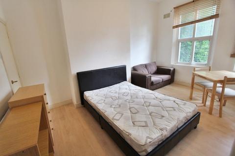 Studio to rent - Burton Road, Manchester, M20