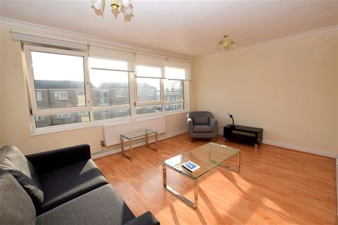 2 bedroom flat to rent - Gawsworth Close, Stratford