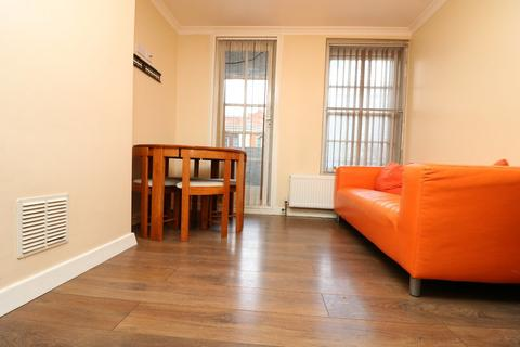 3 bedroom apartment to rent - Holloway Road N7