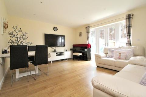 4 bedroom semi-detached house for sale - Beeches Crescent, Chelmsford, Essex, CM1