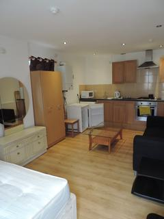 Studio to rent - Flat 6, Albany Road, Roath, Cardiff CF24
