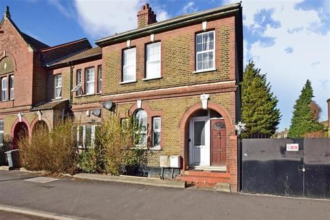 3 bedroom ground floor maisonette for sale - Lea Bridge Road, London