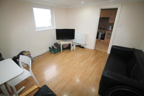 3 bedroom flat to rent - Connaught Road, Roath - Cardiff
