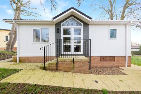 1 bedroom detached house for sale - Temple Grove Park, Bakers Lane, West Hanningfield, Chelmsford, CM2