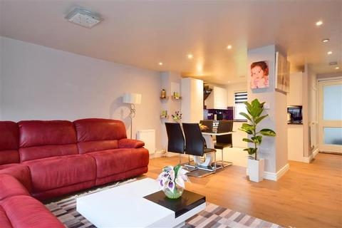 2 bedroom terraced house for sale - Limes Avenue, Chigwell, Essex
