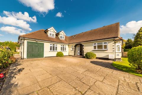 3 bedroom detached bungalow for sale - Middle Street, Nazeing EN9