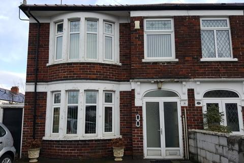 2 bedroom flat to rent - St Helens Road, Heath
