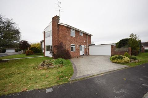 3 bedroom detached house to rent - Hall Park Drive,  Lytham St. Annes, FY8