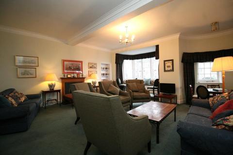 3 bedroom flat to rent - Ramsay Garden, Edinburgh EH1