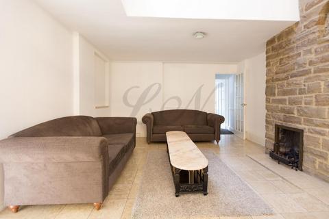 4 bedroom detached house to rent - Castelnau, London, SW13