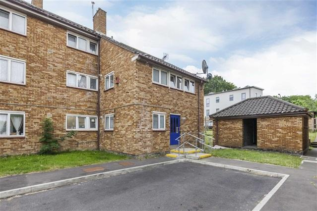1 Bedroom Flat for sale in Poplars House, The Drive, Walthamstow