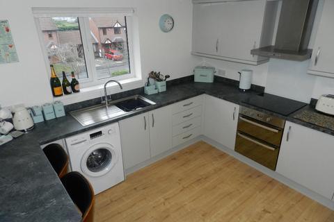2 bedroom flat for sale - Newsholme Close, Culcheth, WA3 5DE