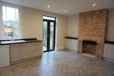 3 bedroom property to rent - East Road, Oundle