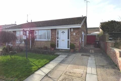 2 bedroom semi-detached bungalow for sale - Windermere Close, DAVENTRY