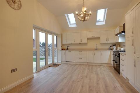 3 bedroom detached bungalow for sale - White Walk, Kirk Ella