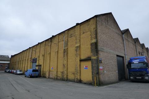 Distribution warehouse to rent - Fraser Road, Erith