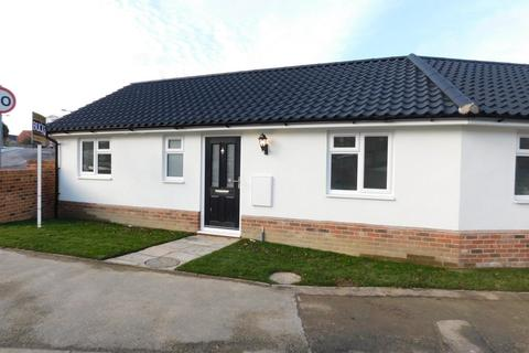 2 bedroom semi-detached bungalow for sale - Poplar Hill, Stowmarket