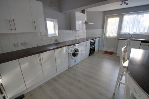 3 bedroom semi-detached house for sale - Loftin Way, Chelmsford