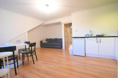 1 bedroom flat to rent - Spacious 1 Double Bedroom Apartment on Greenfield Road, Harborne